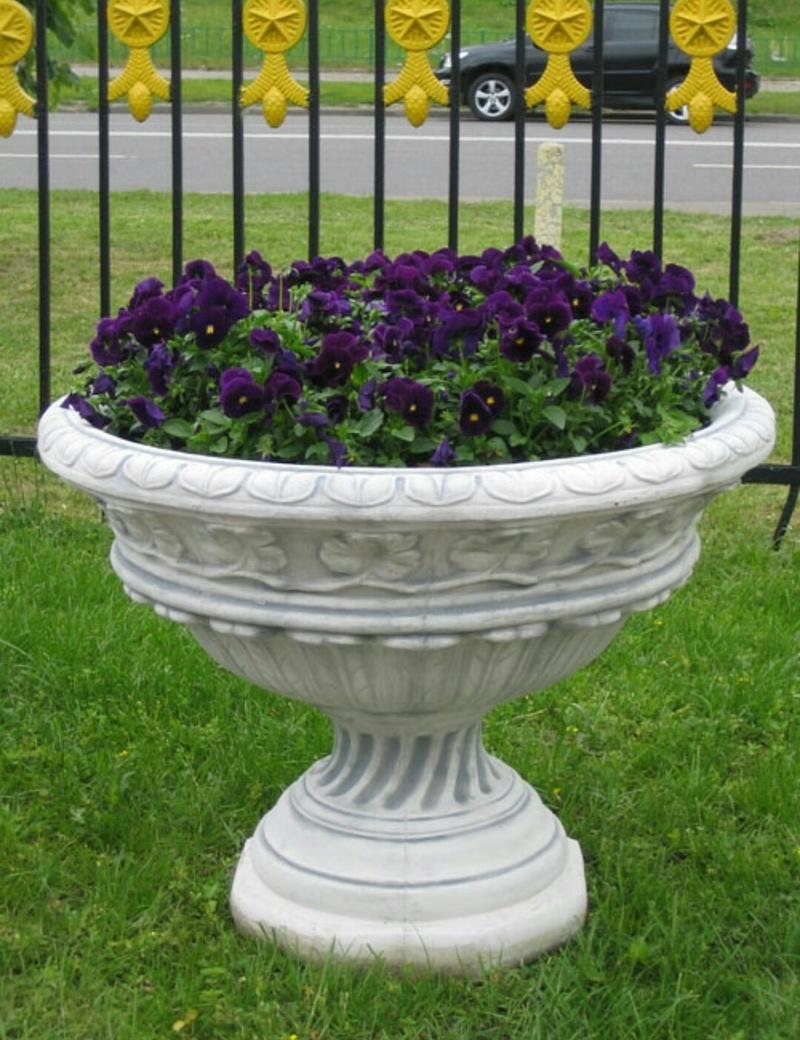 Гипсовый вазон для цветов