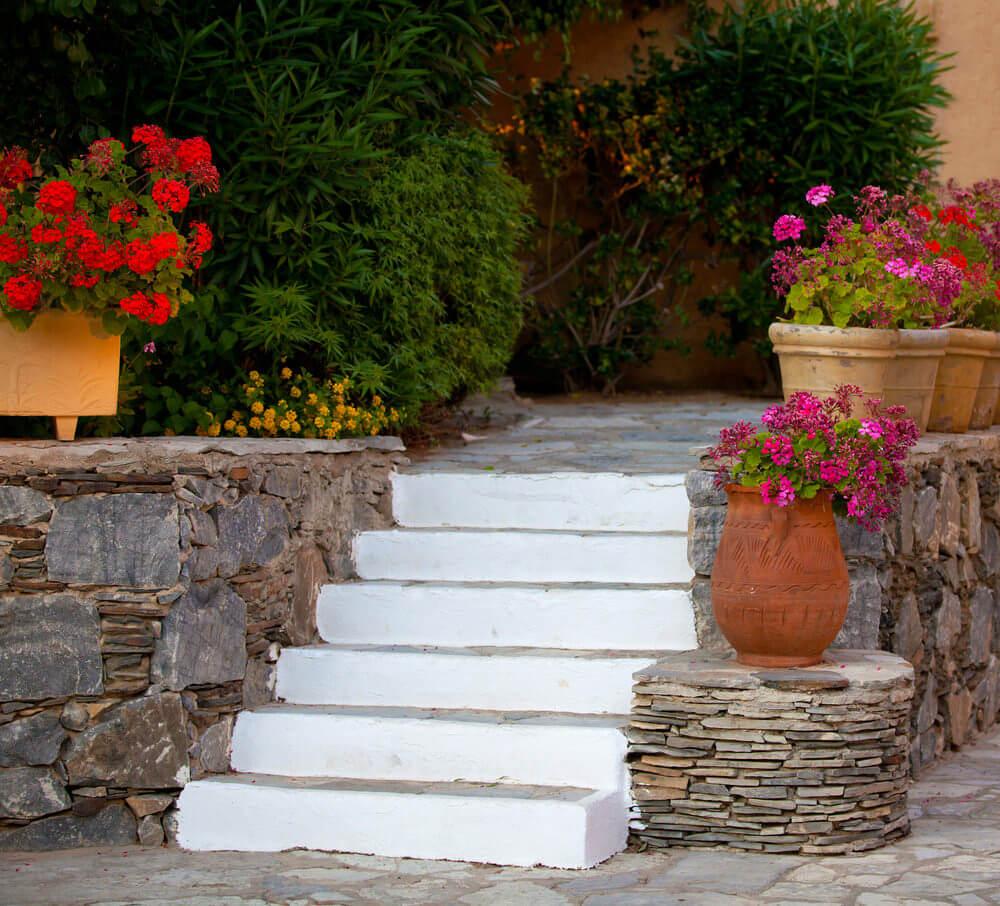 Глиняные вазоны для цветов