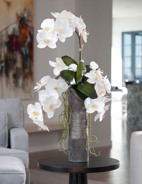 Орхидея Ванда в гостиной