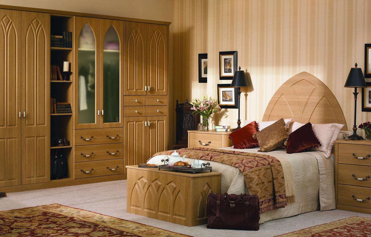 Шкаф из массива со стилизацией под готику