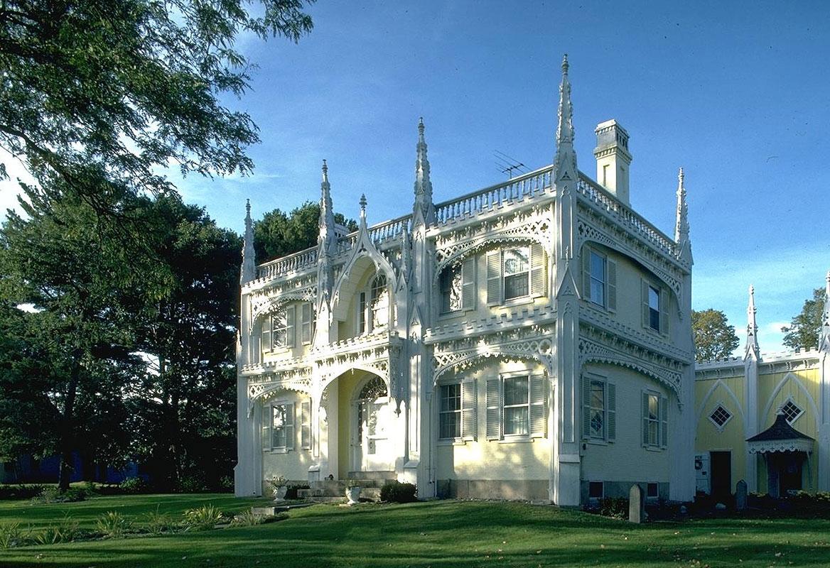 Фасадный декор в готическом стиле
