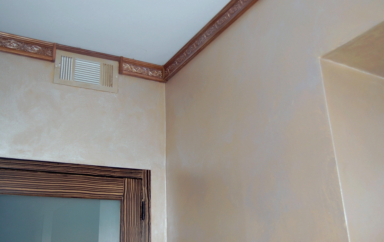 Перламутровая краска на стене в греческом стиле
