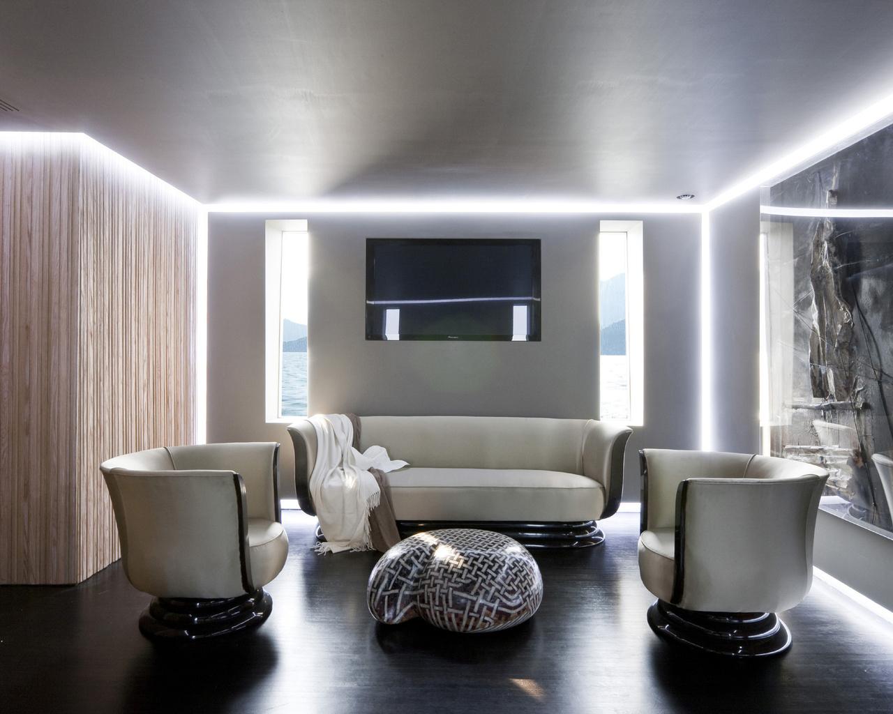 Светодиодная подсветка потолка в стиле хай-тек
