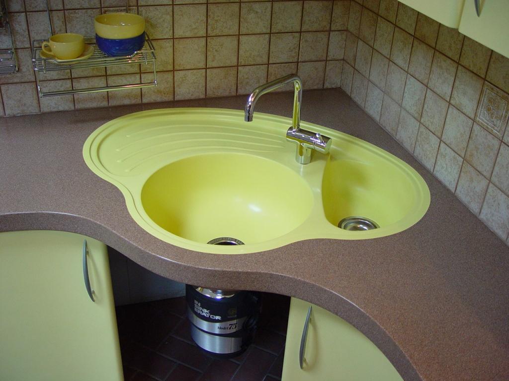 Кухонная двойная раковина из искусственного камня