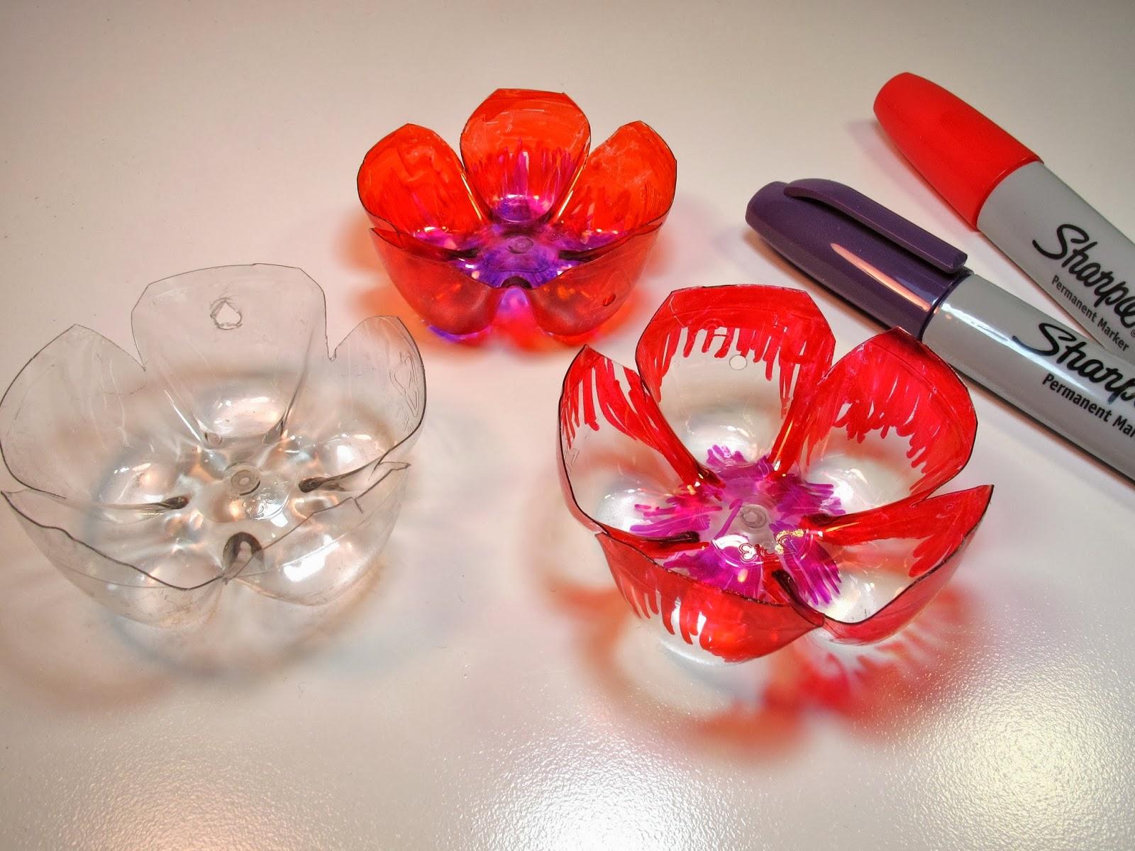 Цветочный декор из пластиковых бутылок
