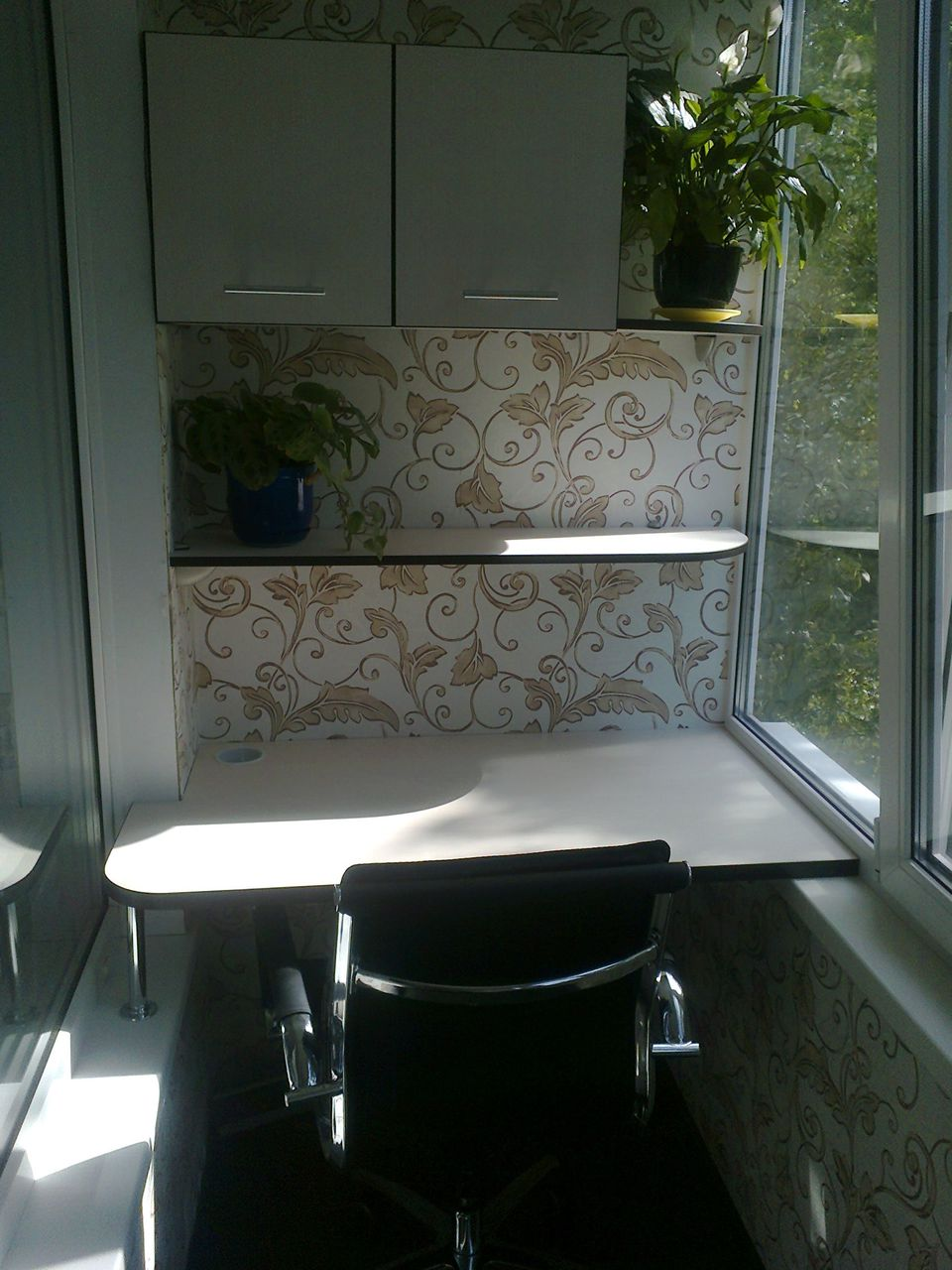 Кабинетная мебель на балконе