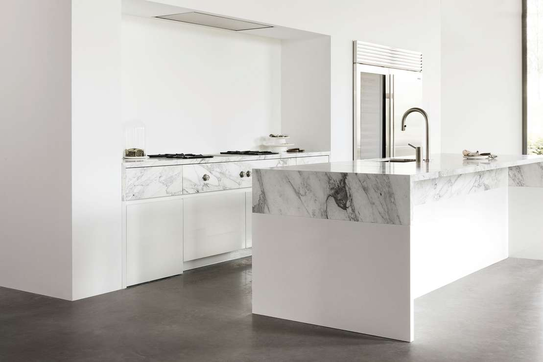 Дизайн кухни с каменной отделкой 2019