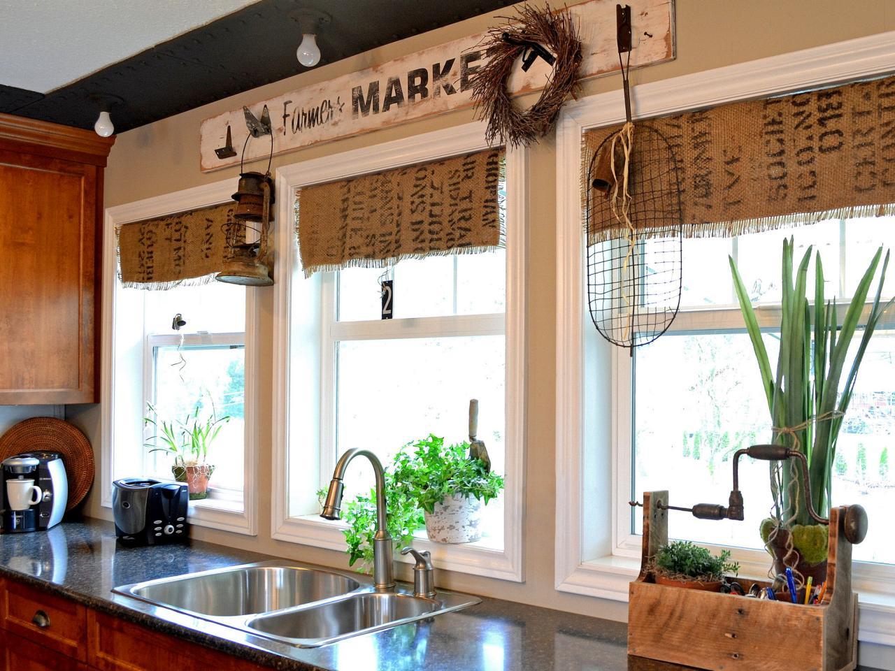 Оформление окна на кухне: интересные идеи (21 фото)