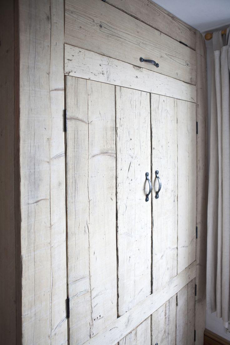 Дверка в нишу в стиле кантри