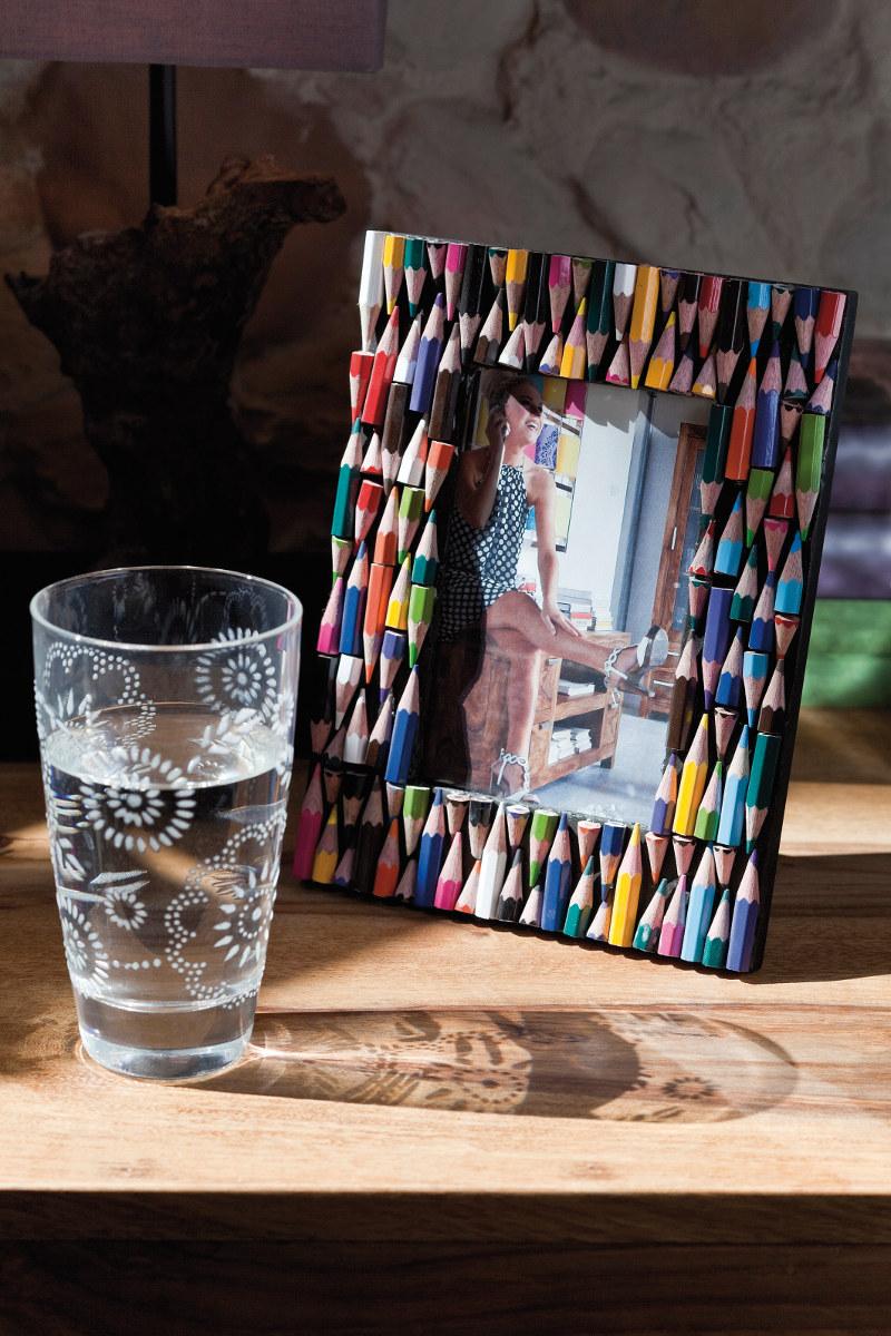 Декор рамки для фото карандашами