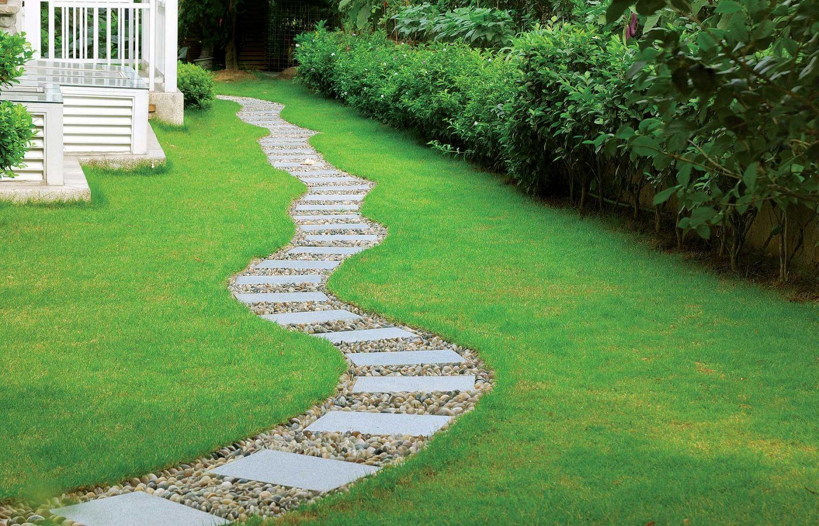 Дорожка из плитки в саду