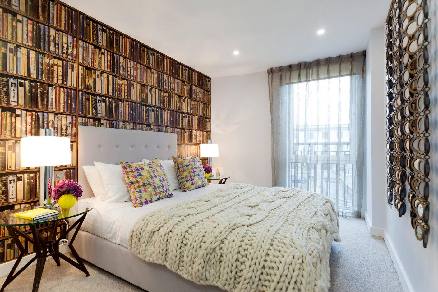 """Фотообои """"книги"""" над кроватью"""
