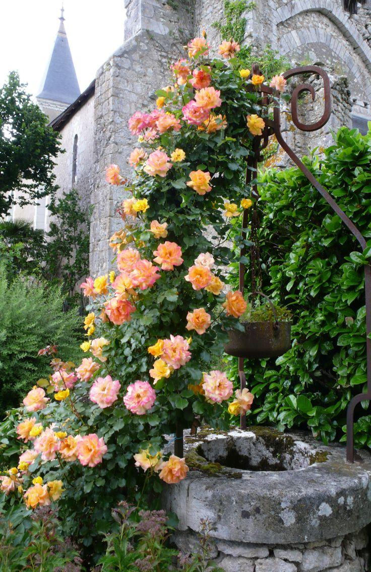 Металлический декор садового колодца