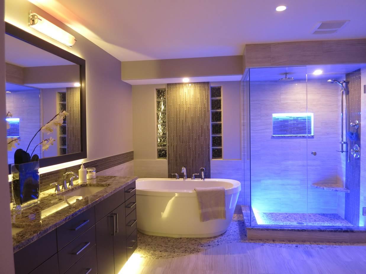Потолок со светодиодной подсветкой комбинированной