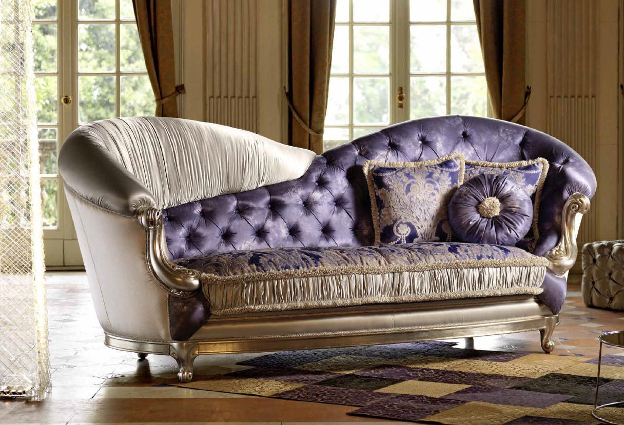 Классический диван из комбинированного материала
