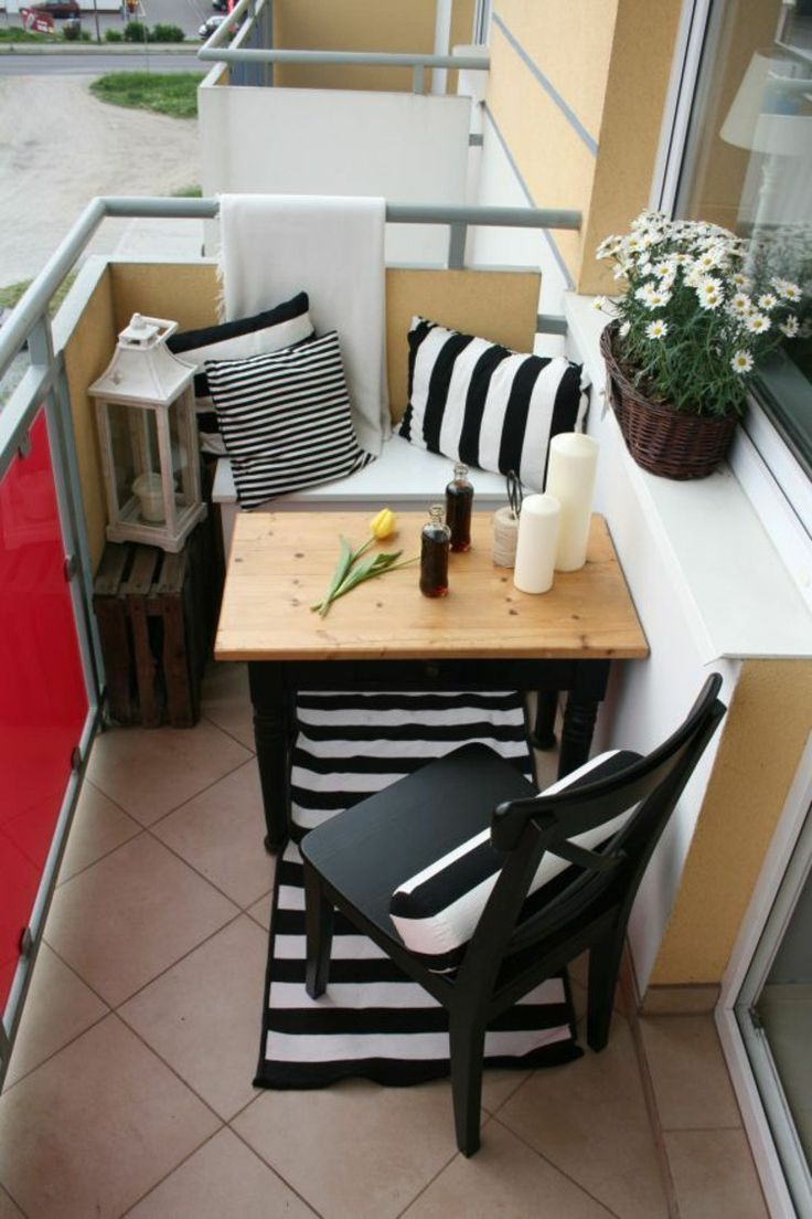 Компактная мебель на балконе