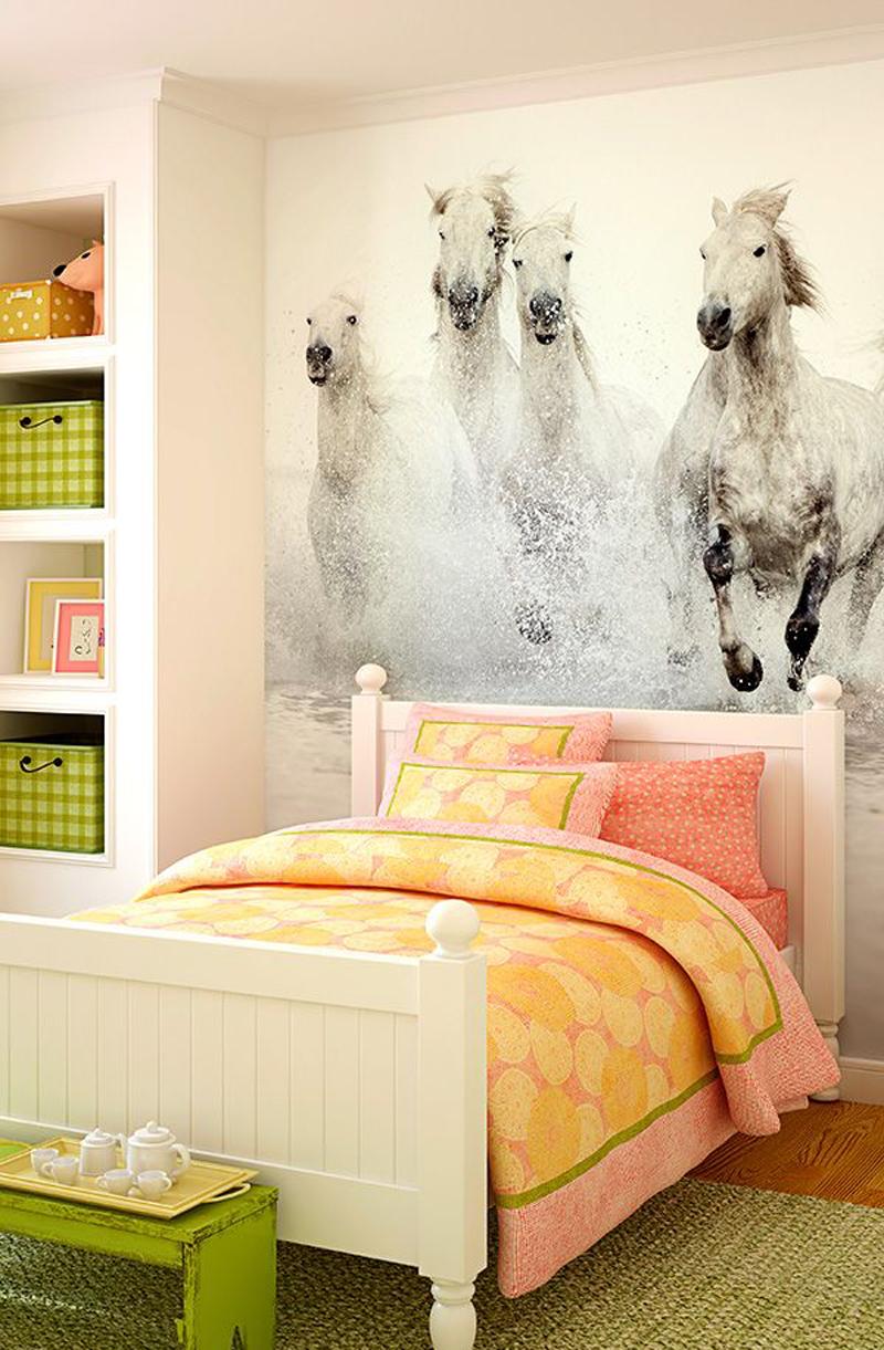 """Фотообои """"лошади"""" над кроватью"""