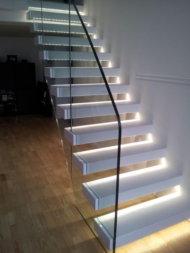 Освещение консольной лестницы