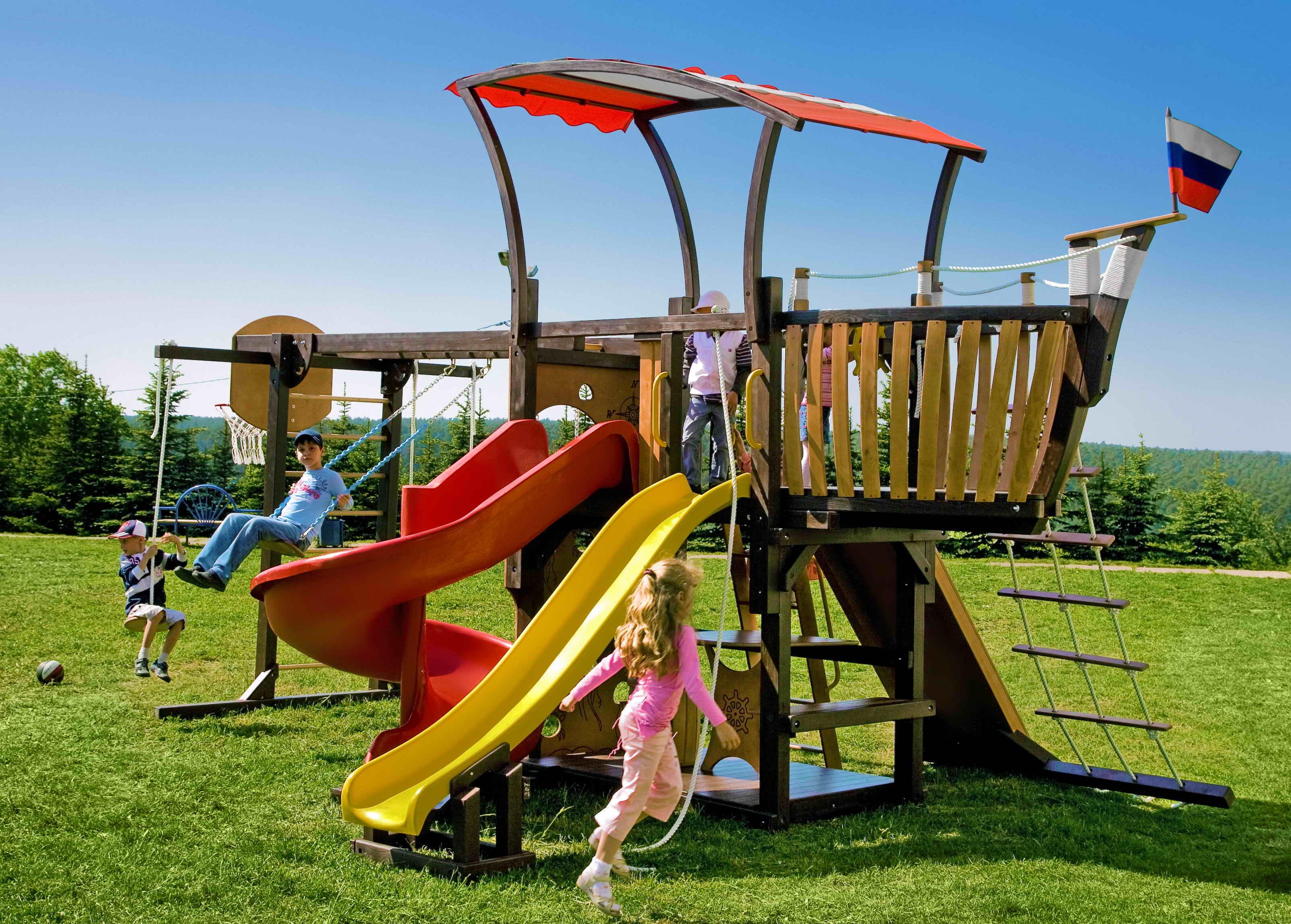 Детская игровая площадка в виде корабля