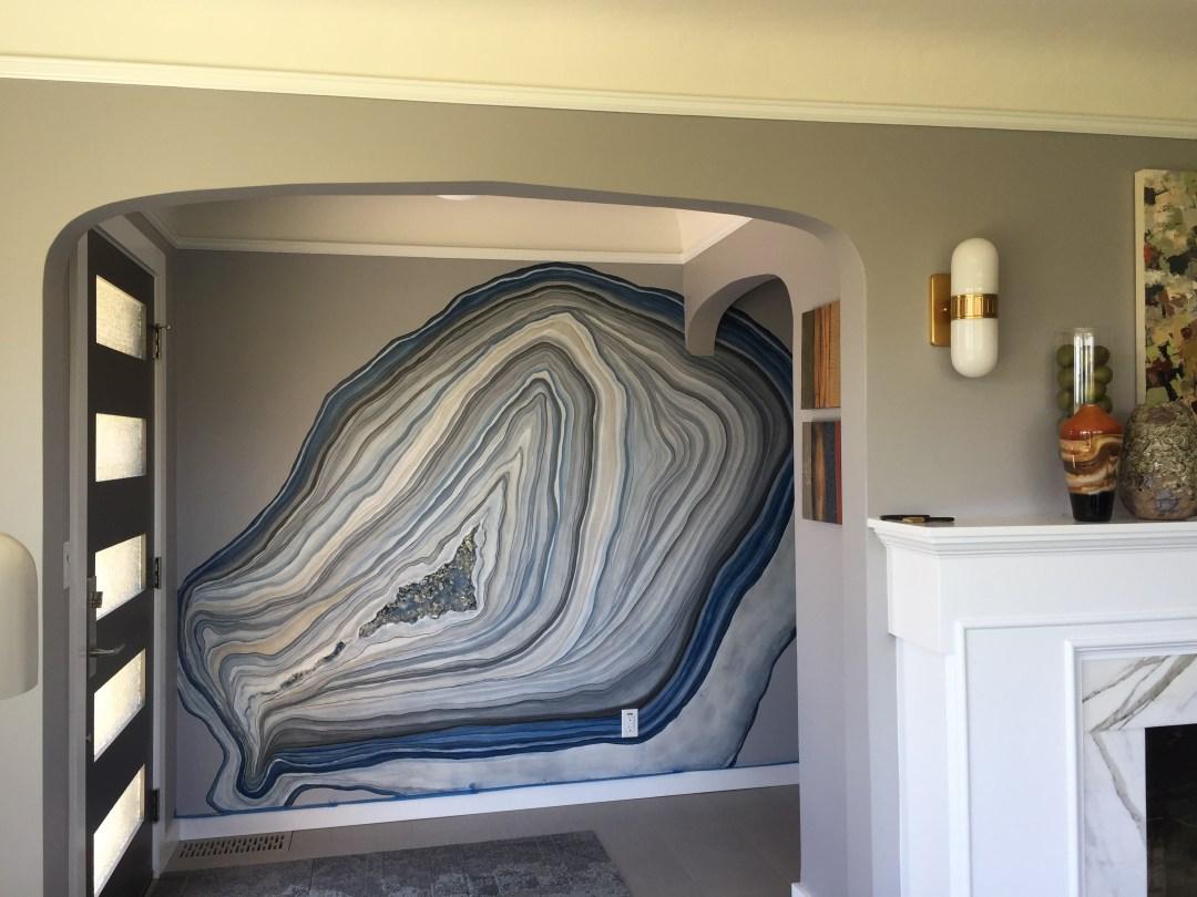 Рисунок на стене в коридоре