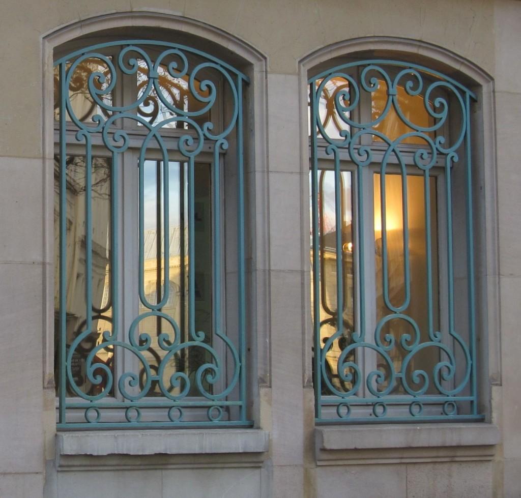 Реставрация окна с кованой решеткой