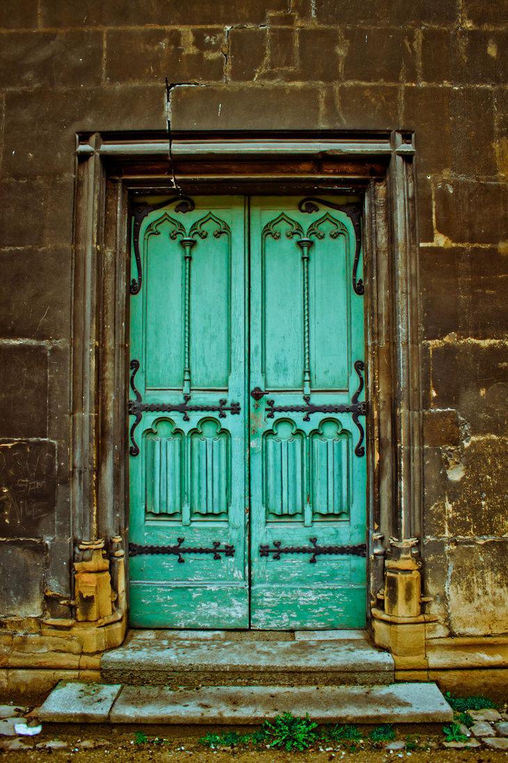 Кованый декор на входной двери