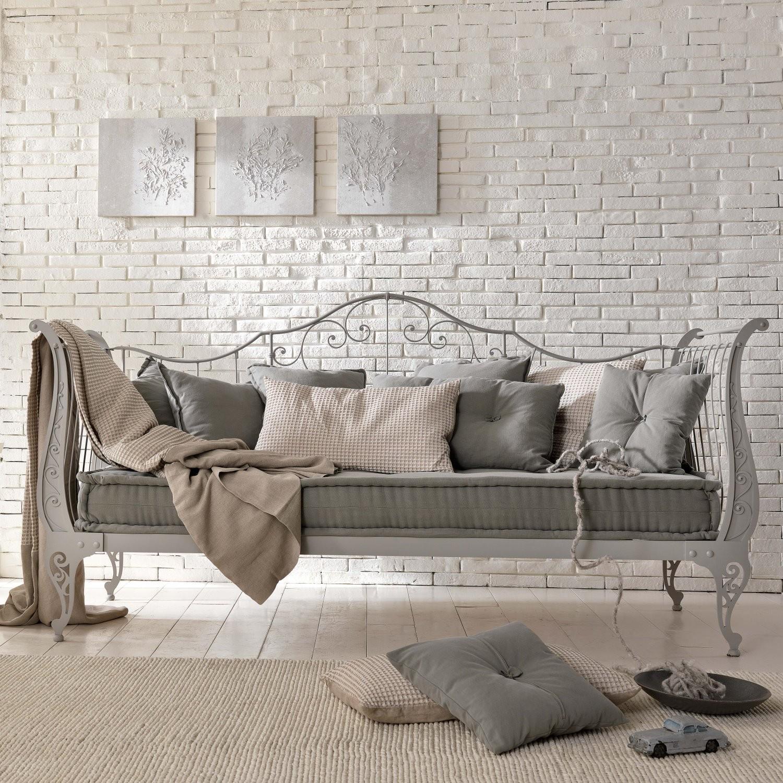 Кованый диван в классическом стиле