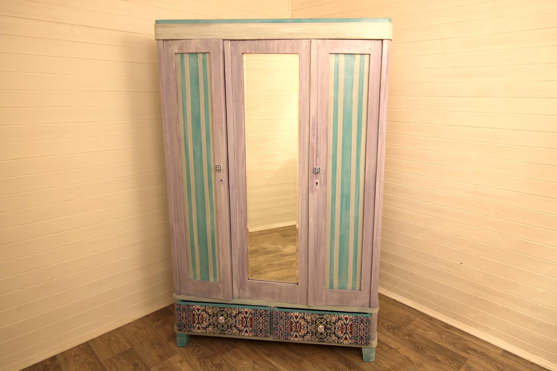 Декор шкафа краской