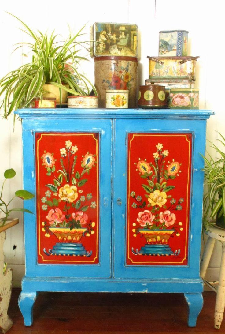 Декор мебели краской