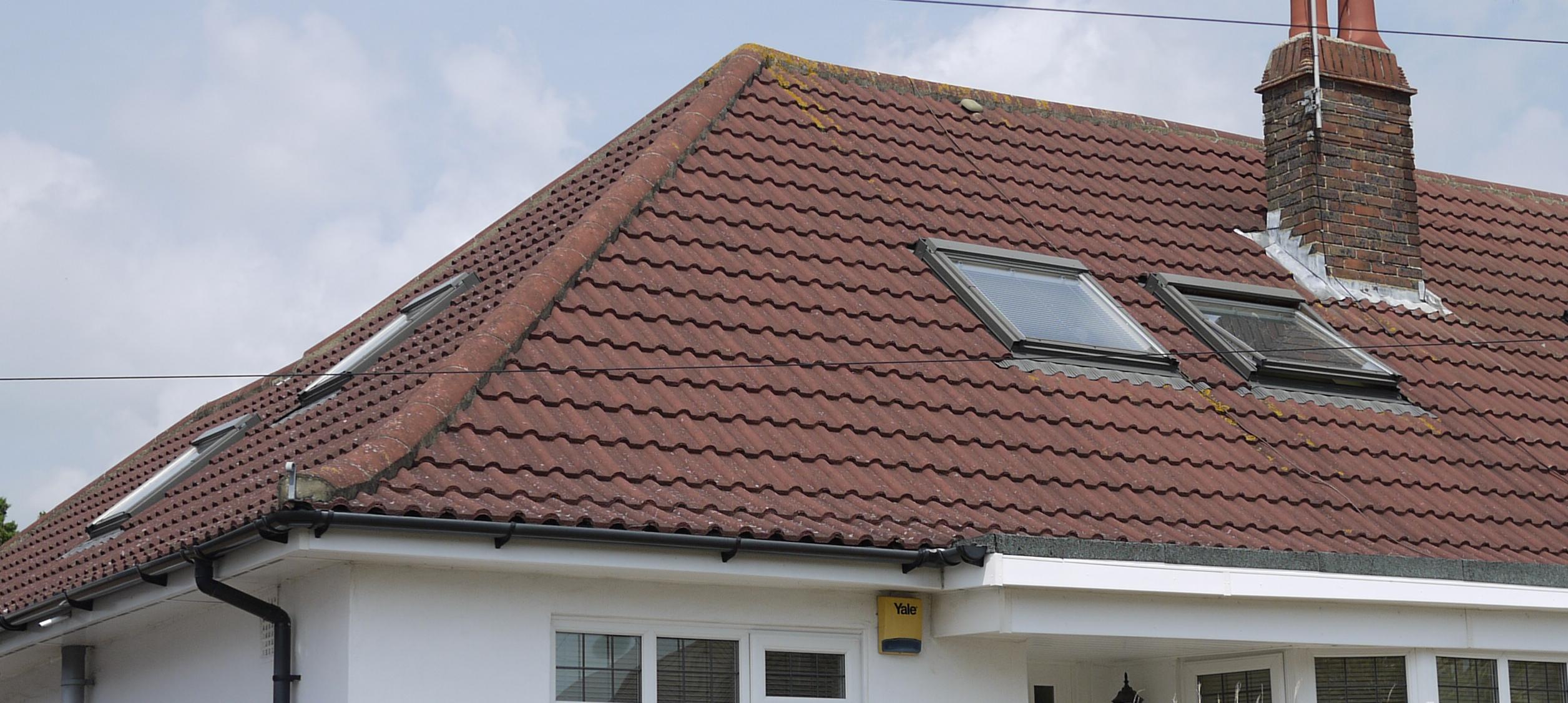 Красная вальмовая крыша