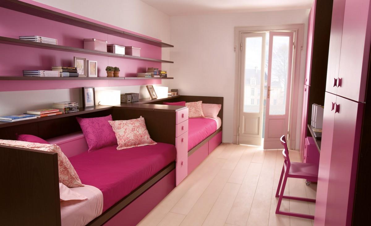 Розовый диван-кровать