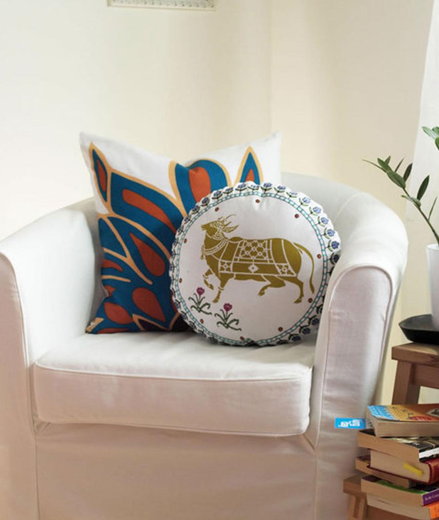 Декоративная круглая подушка