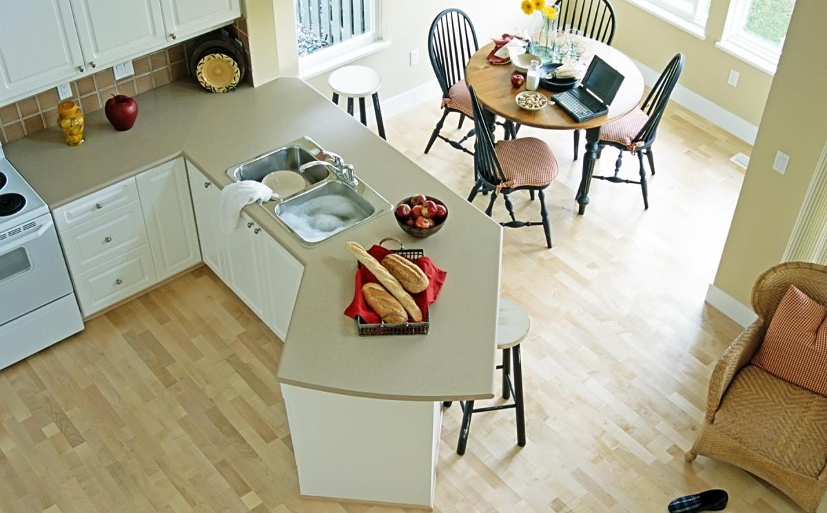 Водостойкий ламинат на кухне