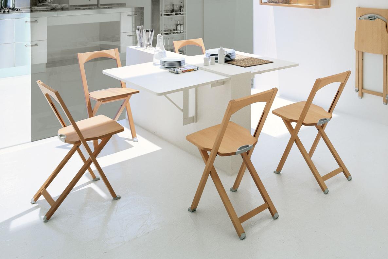 Складные стулья на кухне