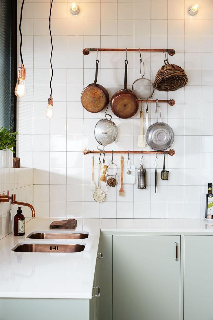 Декор труб на кухне