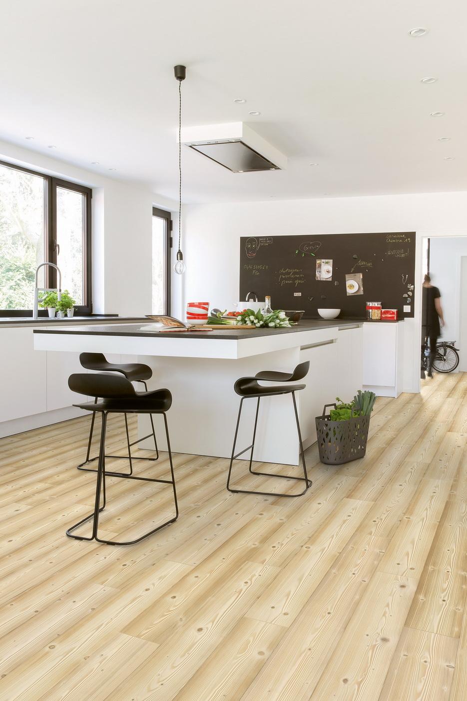 Ламинат под сосну в интерьере кухни