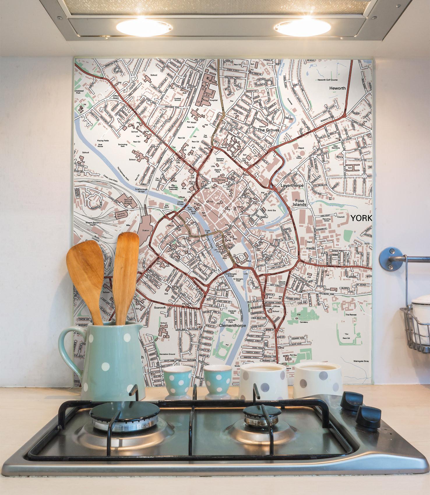 Карта в интерьере кухни