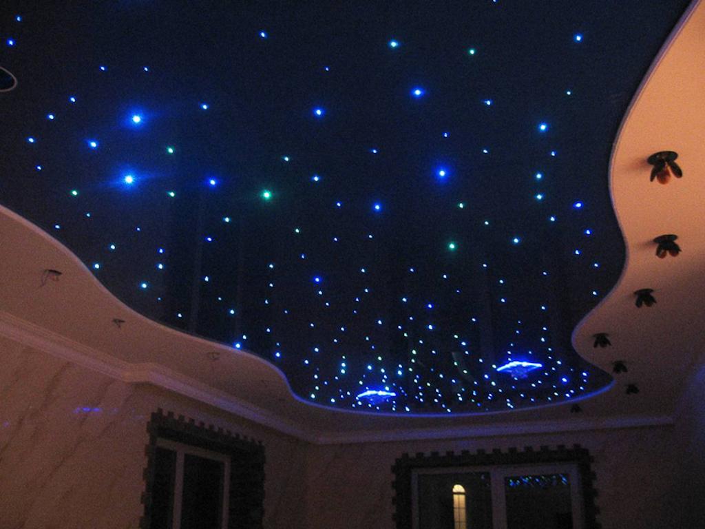 """Потолок """"звездное небо"""" в интерьере квартиры"""