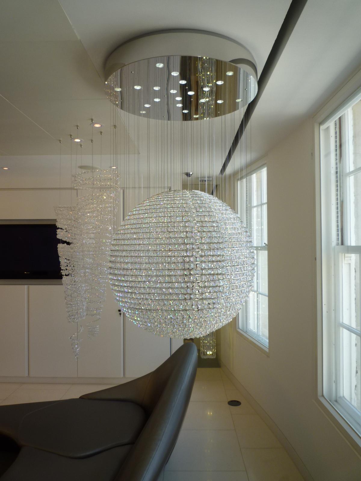 Люстра-шар в интерьере квартиры