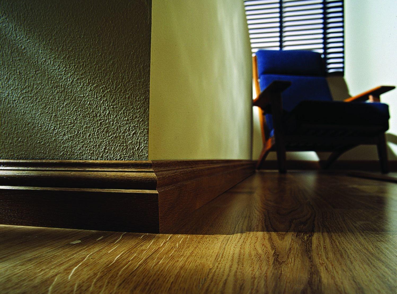 Ламинированный деревянный плинтус