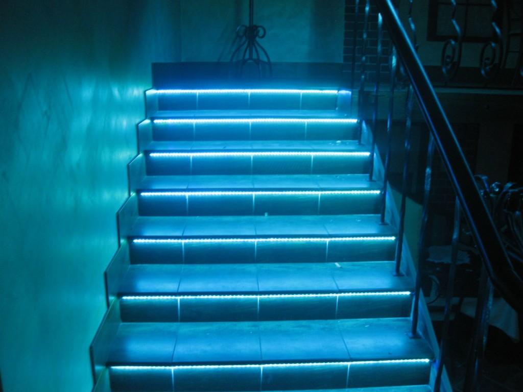 Освещение лестницы светодиодной лентой