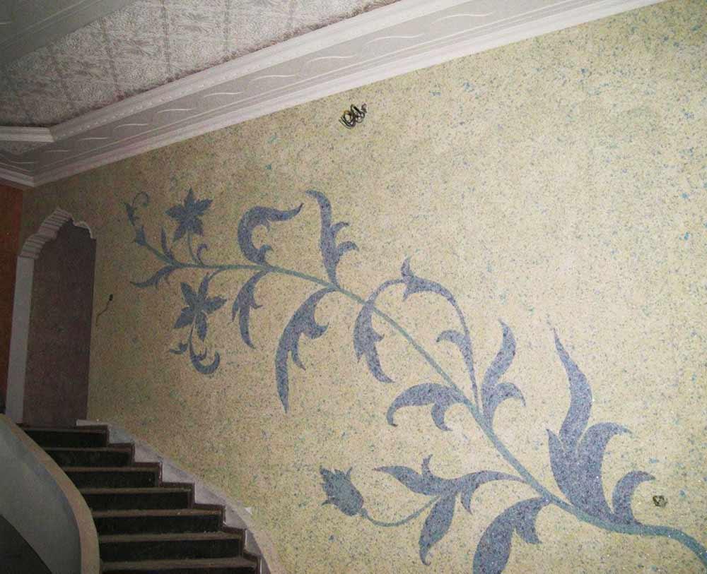 Рисунки жидкими обоями на лестнице