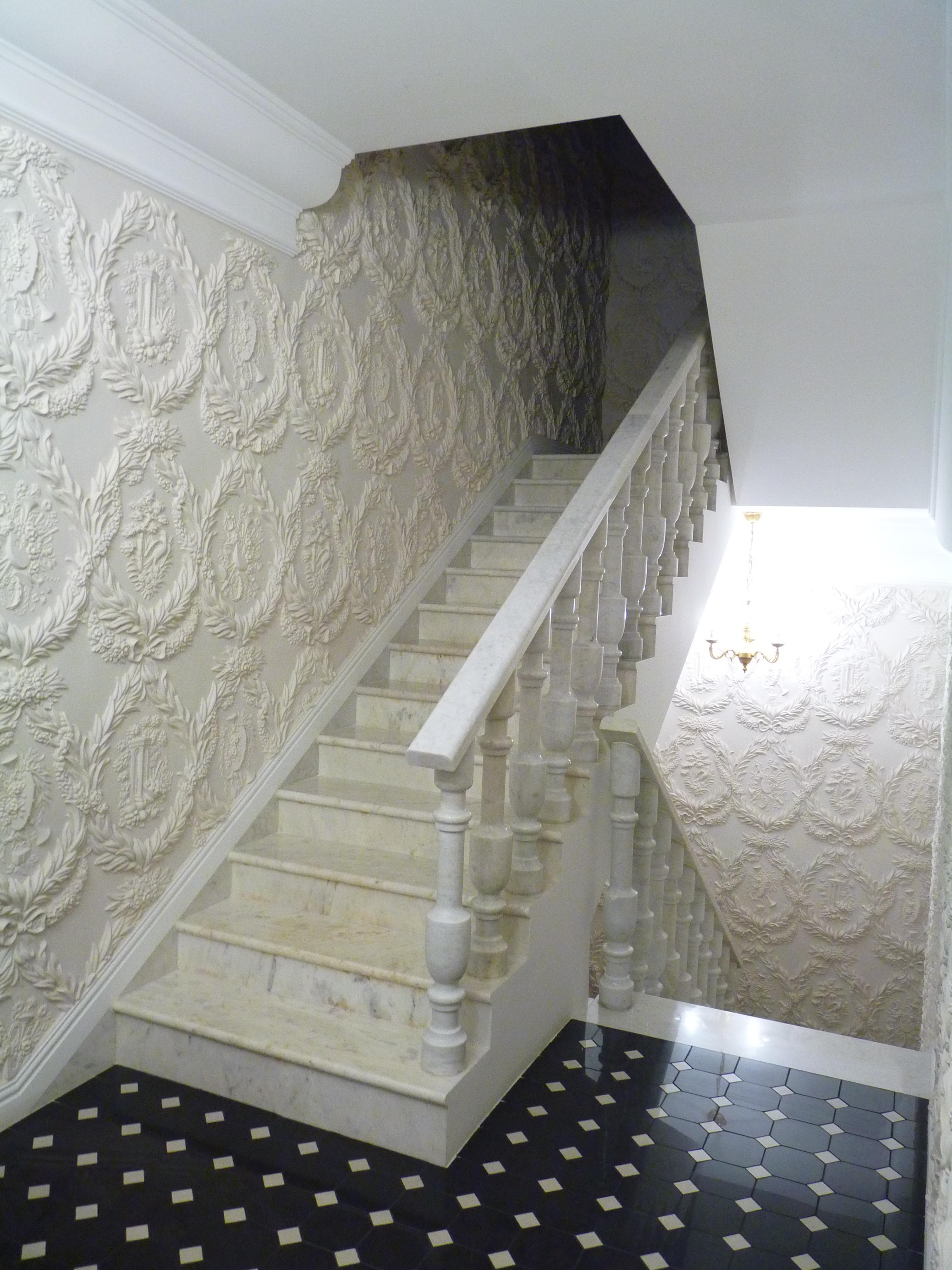 Декор стен гипсовой лепниной