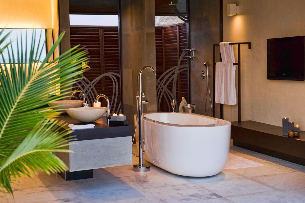 Отдельностоящая литая ванна