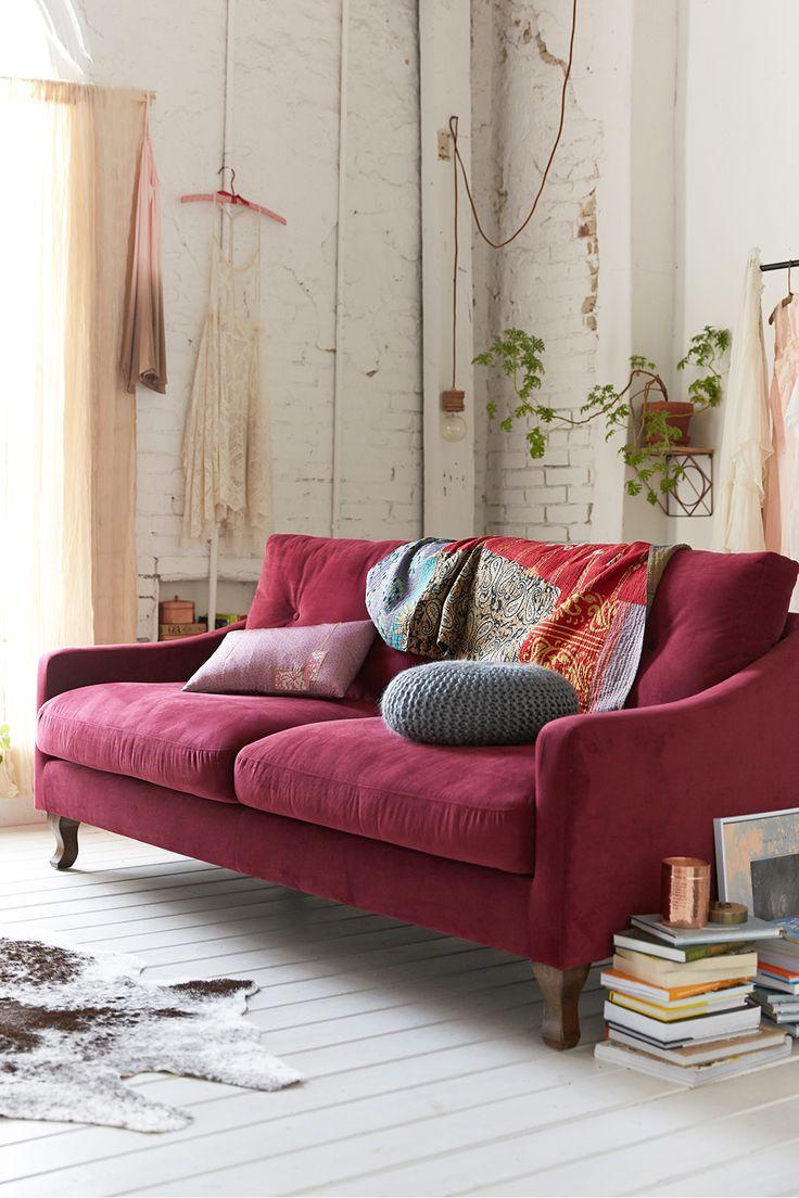 Розовый диван в стиле лофт