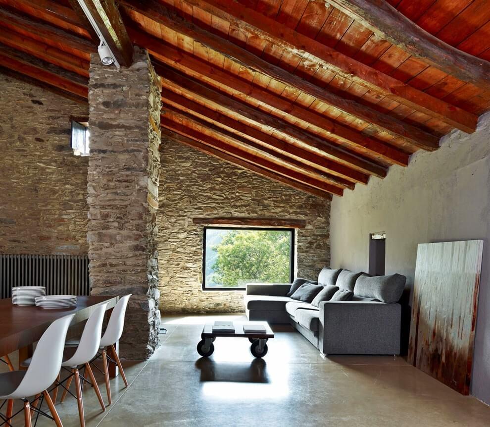 Мансардный потолок в стиле гранж