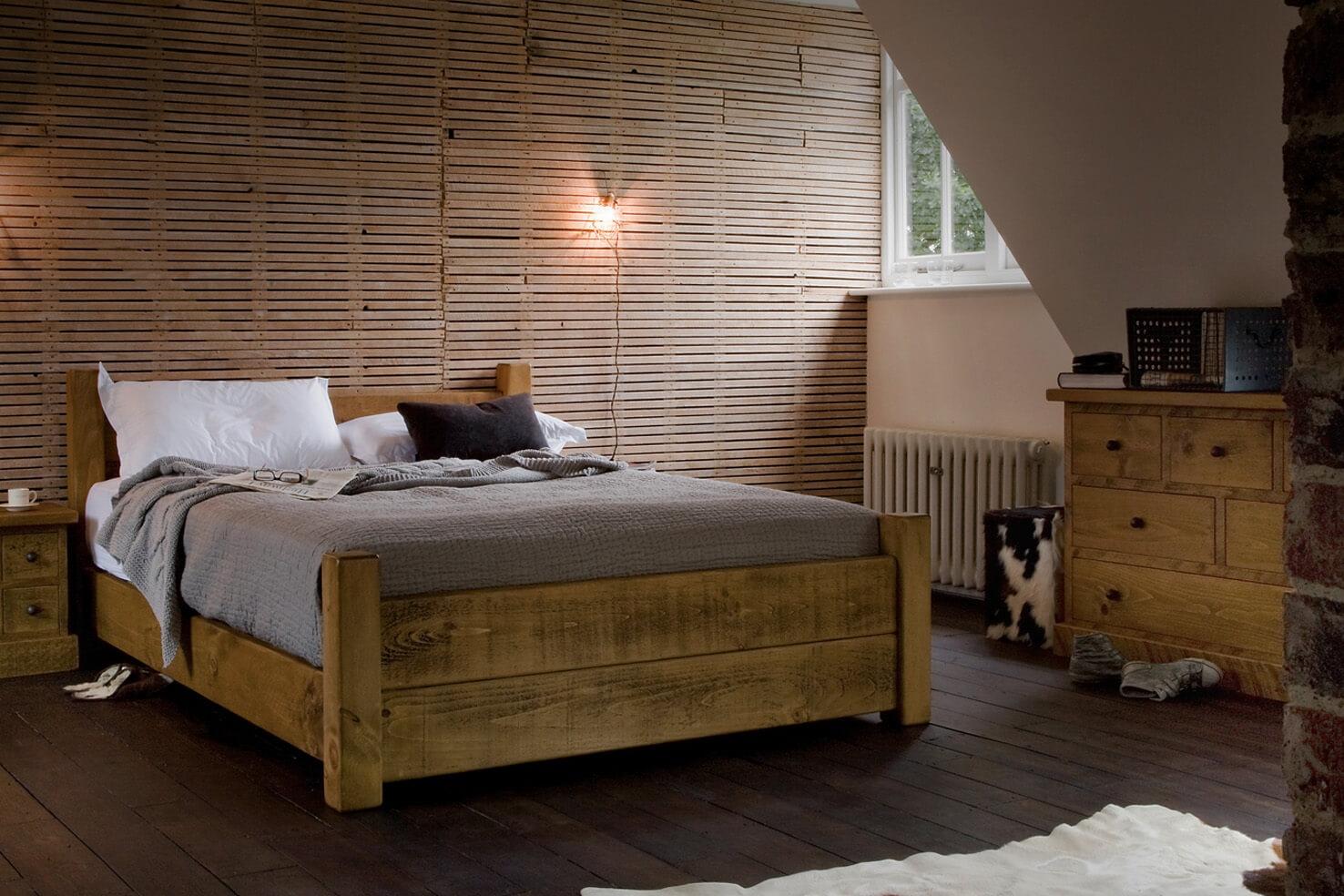 Кровать из массива на мансарде