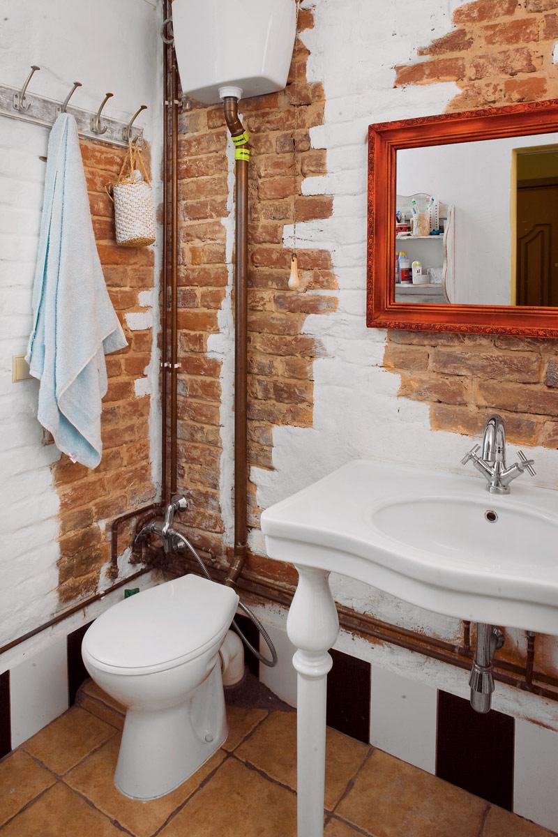 Медные трубы в декоре ванной