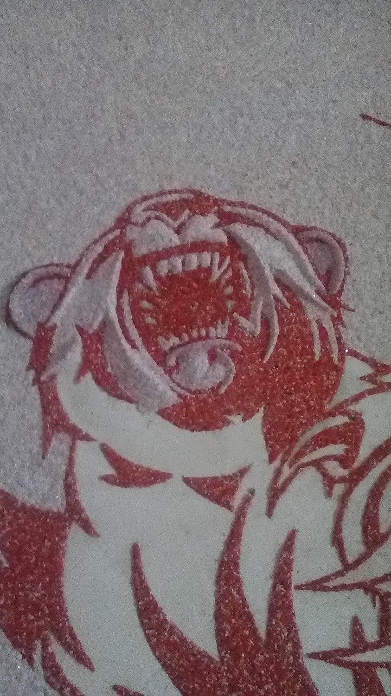 Рисунок медведя жидкими обоями