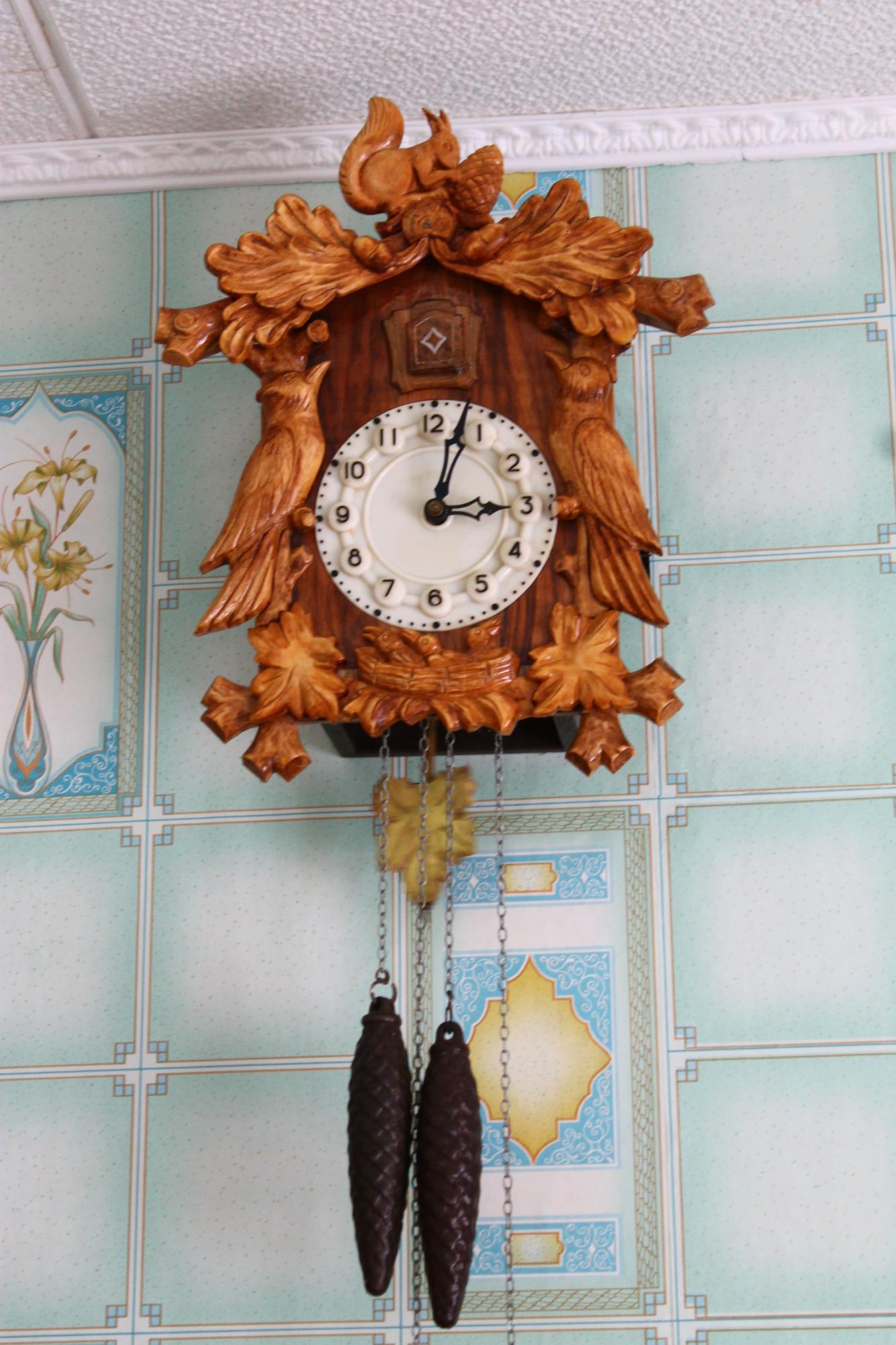 Часы с кукушкой механические